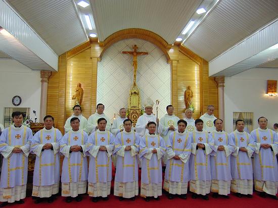 thầy tôma Vũ Văn Đình chịu chức phó tế